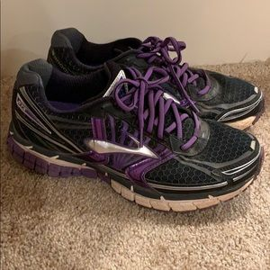 Brooks Adrenaline GTS used Women's 9.5 shoes